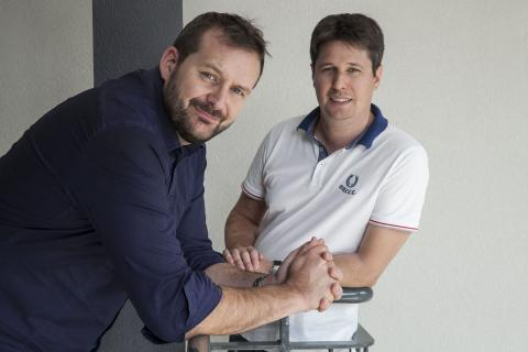 A photograph of Skiply co-founders Sébastien Moulis (left) and Jérôme Chambard (right)